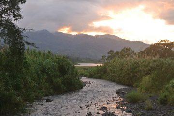 Zonsondergang bij Arenal, Costa Rica