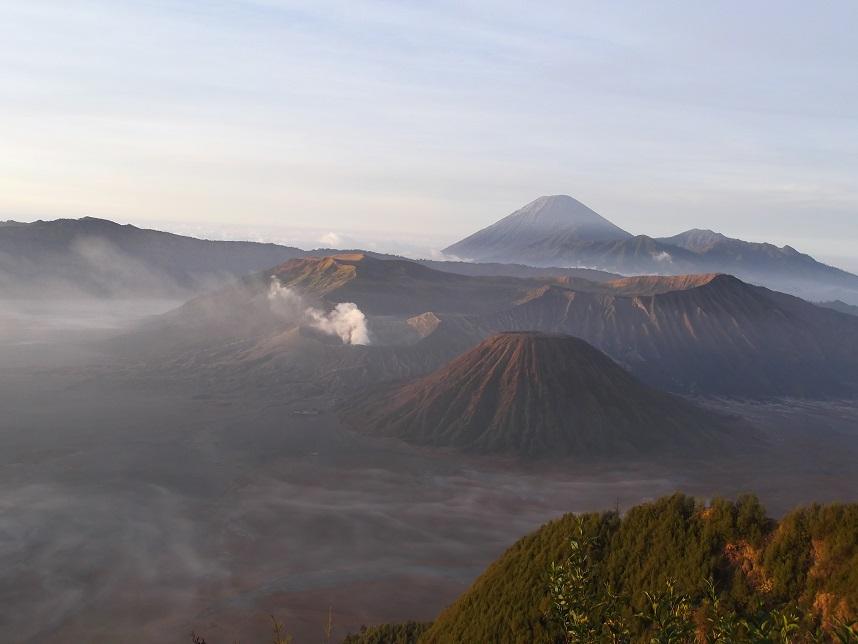 Bromo vulkaan bij zonsopkomst, Java, Indonesië