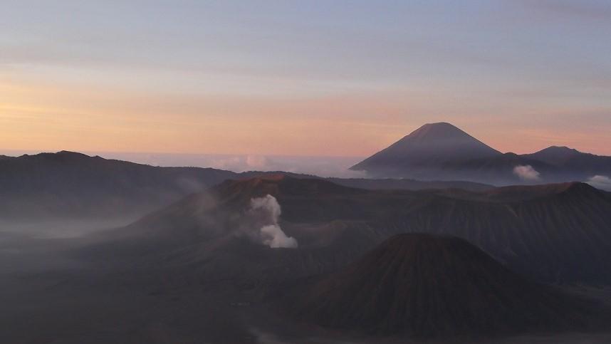 Zonsopkomst Bromo vulkaan, Java, Indonesië
