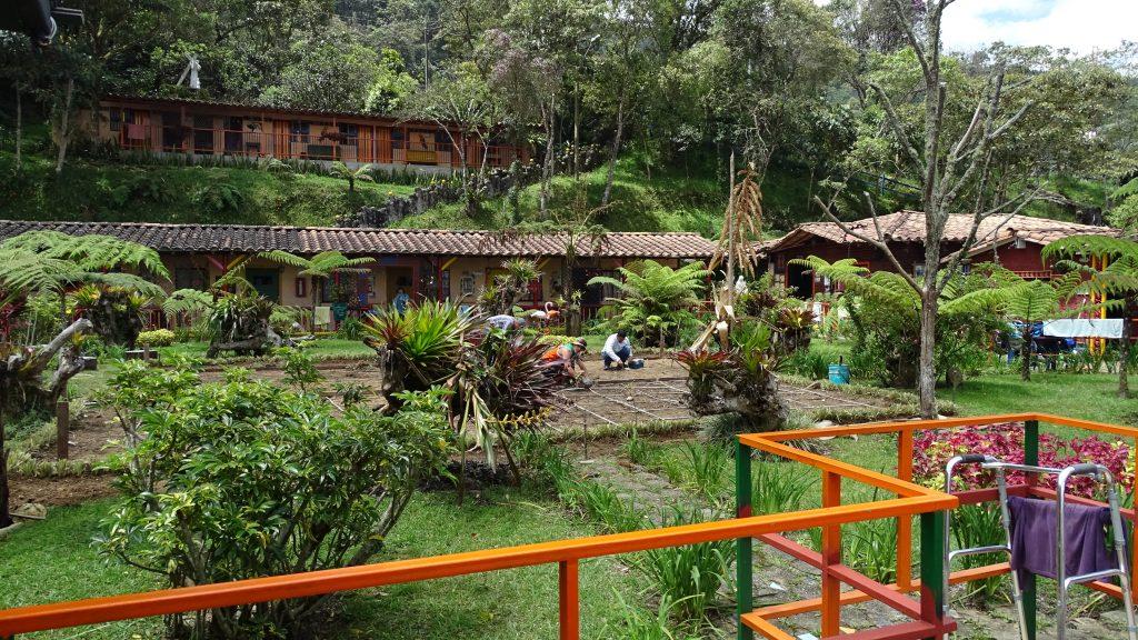 Het voetbalveld omgebouwd tot moestuin, La Catedral, Medellín, Colombia