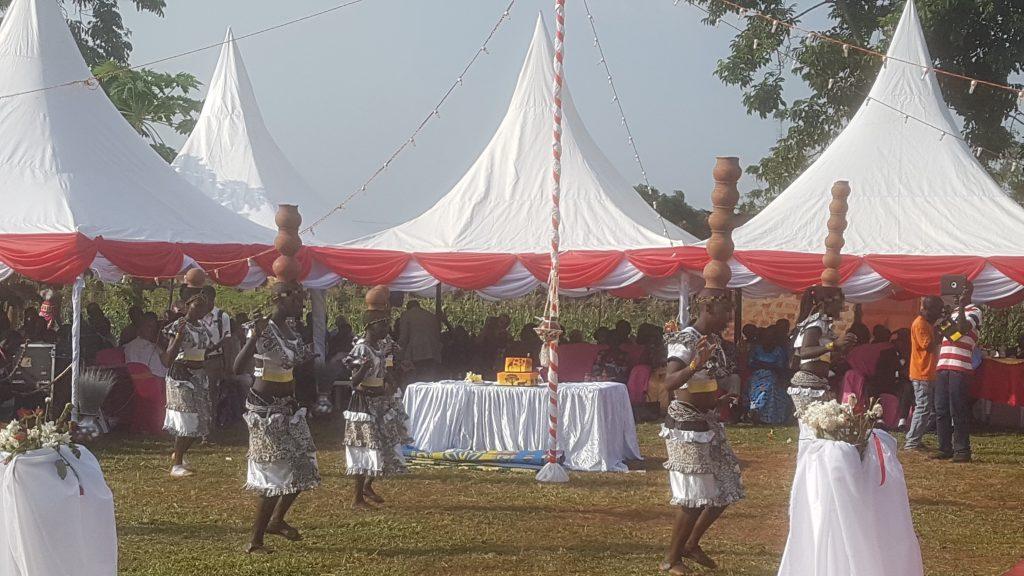 Dansshow bij bruiloft, Uganda