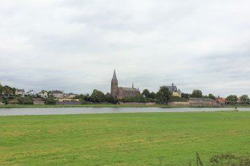 Uitzicht op kasteel de Keverberg en kerk van Kessel